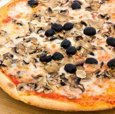 Pizza (Tortilla) mit Champignons und Oliven