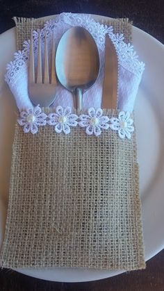 Jute Lace Cutlery Holder made especially for you. Home Crafts, Diy And Crafts, Crafts For Kids, Arts And Crafts, Cutlery Holder, Burlap Table Runners, Burlap Lace, Hessian, Burlap Crafts