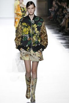 Dries Van Noten offers exuberant scarf prints, richly embellished dresses, pullovers as soft and large as a cloud.