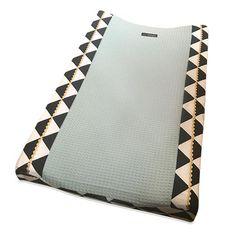 MOnsjes waskussenhoes Triangles zwart wit - kies je kleur wafel of teddy   MAMASONLY.nl