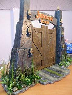 Modelmaker Florian Ortner had fun making this custom Jurassic Park gate diorama...