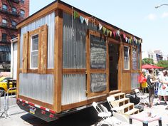 mini mobile studios let artists and entrepreneurs escape out-of-control NYC rents – Tool Tips for Creatives – Magazine Tiny Studio, Home Studio, Studio Spaces, Ocean Cleanup, Archi Design, Eco Architecture, Mobile Art, Building Plans, Green Building
