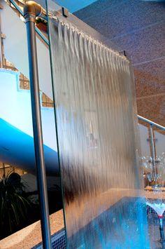 Fontaine d'intérieure avec mur d'eau