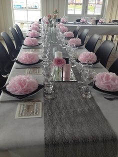 Servietten falten rosen - New Ideas Reception Table, Reception Rooms, Birthday Party Decorations, Wedding Decorations, Table Decorations, Serviettes Roses, Tea Party Table, Pink Towels, Paper Peonies