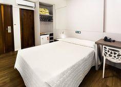 Hotel moderno, com ótimo custo beneficio e localizado a apenas 100 m da praia. Todos os quartos são simples, mas ao mesmo tempo são bem equipados com o básico: TV, Wi-Fi, frigobar, ar-condicionado e cofre. É um hotel apenas para dormir, já que não contempla piscina, academia, sauna e opções de lazer.
