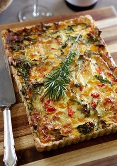 SPINACH, CARAMELISED ONION & BRIE QUICHE This irresistible feast by importer of luxury linen and chef, Debbie Reinders-Hall and her daughters, will definitely inspire you to invite your friends over Quiche Recipes, Brunch Recipes, Vegetable Recipes, Appetizer Recipes, Breakfast Recipes, Vegetarian Recipes, Cooking Recipes, Healthy Recipes, Greek Quiche Recipe