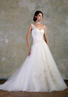 A one shoulder beauty by BIEN SAVVY wedding dressses, ball gowns, stori 2013, weddings, dresses, one shoulder, blog, bien savvi, ales