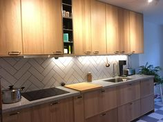 Home decoration is one of the most important elements that help you to define the… Kitchen Tiles, Kitchen Decor, New Kitchen, Dining Room Decor, Retro Kitchen, Kitchen, Kitchen Remodel, Ikea Kitchen, Modern Kitchen Design