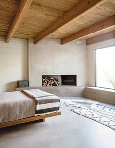 INSPIRATION: The home of set designer Scott Pask is a restrained take on Southwestern interior style, featuring custom joinery by local furniture maker Nate Danforth and a handful of modernist flourishes. Home Interior, Interior Styling, Interior Design, Scandinavian Interior, Scandinavian Style, Home Bedroom, Bedroom Decor, Master Bedroom, Bedrooms
