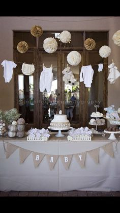 22 Insane Cretive Low Cost DIY Decorating Ideas for Your Baby Shower Party .- 22 Wahnsinnig Cretive Low Cost DIY Dekorieren Ideen für Ihr Baby Shower Party … 22 Insane Cretive Low Cost DIY Decorating Ideas for … - Deco Baby Shower, Baby Shower Vintage, Shower Bebe, Baby Shower Parties, Baby Shower Clothesline, Baby Shower Outfits, Baby Shower Bunting, Baby Shower Flowers, Boy Baby Shower Cakes