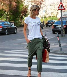 Spring / summer fashion /t shirt / joggers / street style Mode Outfits, Casual Outfits, Summer Outfits, Fashion Outfits, Fashion Mode, Look Fashion, Womens Fashion, Fashion Trends, Luxury Fashion