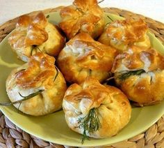 Do you want to make something unusual and very tasty? Then we offer you this recipe of fragrant baking with delicious filling. My Favorite Food, Favorite Recipes, Good Food, Yummy Food, Savoury Baking, Russian Recipes, Appetisers, Saveur, Food Photo
