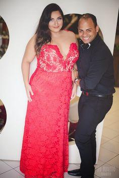 Vestido de Festa Plus Size- O glamour do vermelho e a delicadeza do tulê - Débora Fernandes