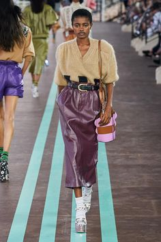 Miu Miu Resort 2020 Collection – Vogue – Outfit Inspiration & Ideas for All Occasions Daily Fashion, Fashion Week, Love Fashion, High Fashion, Fashion Design, Cheap Fashion, 2020 Fashion Trends, Fashion 2020, Runway Fashion