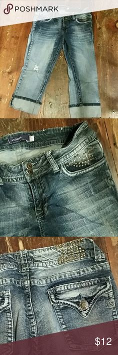 Vigoss capri Vigoss distressed denim capri Vigoss Pants Capris