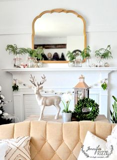 blush, white, gold accents, Christmas livingroom decorated for the holidays @jenniferrizzo