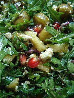 Rukkolás-fetás-ananászos saláta Seaweed Salad, Sprouts, Vegetables, Ethnic Recipes, Food, Essen, Vegetable Recipes, Meals, Yemek