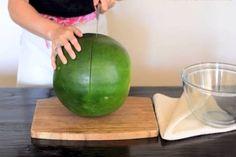 Ez a nő tudja, hogyan kell felvágni a dinnyét… ZSENIÁLIS! Watermelon, Healthy Recipes, Fruit, Food, Diet, Tips, Essen, Healthy Eating Recipes, Meals