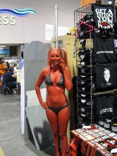 Comic Con 2008 Devil Girl takes a phone call