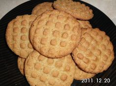 Lynn's Chewy-Crunchy Peanut Butter Cookies