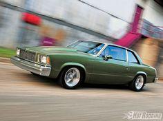 1001phr_12_o+1968_chevy_camaro+1980_chevy_malibu_classic.jpg
