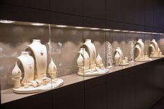 In martie am lansat al treilea si cel mai nou magazin de bijuterii din Iasi, in Centrul Comercial Felicia. O bucurie pentru iubitorii de frumos, in care veti putea gasi, asa cum v-am obisnuit, atat verighetele si inelele de logodna fabricate la Sediul Central de Productie Coriolan, cat si bijuterii din aur cu diamante, pietre pretioase si semipretioase. www.coriolan.ro Martie, Events, Romania, Diamond