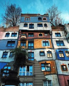 Among all the great, famous and historically unique houses and palaces in Vienna there is one which is outstanding and bizarre like Gaudi in Barcelona  his name is Hundertwasser. Strange, but beautiful with all the colors and trees growing from rooftops and the central apartments⁉️