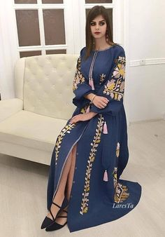 Bohemian dress from Ramadan 2019 collection. Available for pre-order din different colors. Caftan Dress, Boho Dress, Hijab Dress, Abaya Fashion, Fashion Dresses, Muslim Fashion, Perfect Outfit, Morrocan Dress, Resort Dresses