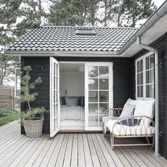 Black House Exterior, Cottage Exterior, Summer House Interiors, Danish House, Sauna House, Dream House Plans, Small House Plans, House Extension Design, Beach Cottage Style