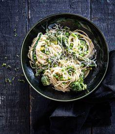 Groene groente pasta Linguine, Italian Recipes, Cravings, Cabbage, Spaghetti, Healthy Recipes, Homemade, Dinner, Baking