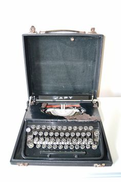 vintage machine a crire portable manuel royal quiet de luxe 1940 50 vintage royals et etsy. Black Bedroom Furniture Sets. Home Design Ideas