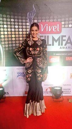 Riya Sen, Jaya Bachchan, Sonam Kapoor, Esha Gupta & Konkana Sen Sharma at the Vivel Filmfare Awards | PINKVILLA