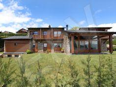 Casa en la urbanización Prat de la Serra, All, Isóvol, Cerdanya. Cuenta con vistas magníficas a La Tosa de Alp. VENDIDA