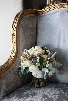 Grey armchair with bouquet of flowers Vibeke Design, French Blue, French Country, Grey And Gold, Gray, Blue Grey, French Decor, Parisian Style, Versailles
