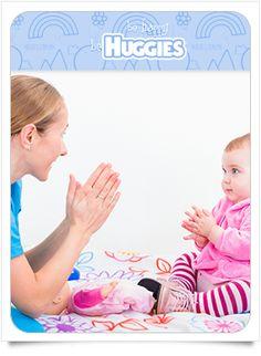 Probablemente a los siete meses del desarrollo, tu bebé se vuelve más receptivo y empieza a comprender gestos o muecas, por lo que entenderá cuando estás alegre o molesta. También es importante estimular su desarrollo festejando sus logros.