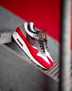 Another sick handcrafted pair of Air Max designed by for - Women Trends Air Max 1, Nike Air Max, Air Max 90 Black, Nike Air Shoes, Nike Shoes Outlet, Sneaker Outfits, Converse Sneaker, Puma Sneaker, Sneakers Mode