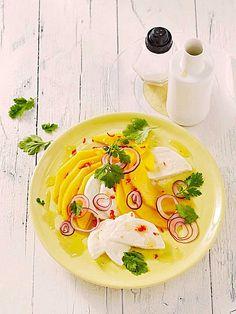 Büffelmozzarella mit Mangoscheiben und fruchtigem Dressing außergewöhnlich lecker