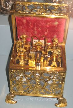 Antique Necessaire ~ Marie Antoinette had something similar to this, for traveling