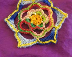 Top de ganchillo de Mandala. Blanco y Lollipop. por makunaima
