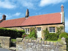 This fantastic Grade II listed country cottage dates back to the 1850s, offering quality holiday accommodation for a couple.