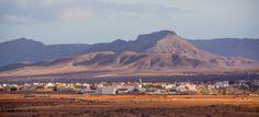 Pueblo de #Antigua en #Fuerteventura - #IslasCanarias Tenerife, Costa, Canario, Canary Islands, Over The Years, Monument Valley, Mount Everest, Mountains, Nice