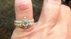 Dazzling Ring Tutorial - YouTube Ring Video, Seed Bead Jewelry, Seed Beads, Wire Jewelry, Wire Rings, Jewelry Making Tutorials, Beaded Earrings, Beaded Bracelets, Beading Patterns Free