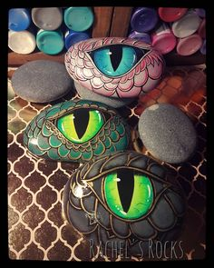 fairy door painted on rocks - Art Garden Ideas - kitapci Eye Painting, Pebble Painting, Pebble Art, Stone Painting, Rock Art Painting, Rock Painting Patterns, Rock Painting Designs, Stone Crafts, Rock Crafts