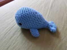 Für Meeresliebhaber und Wasserscheue: Der Amigurumi-Wal mit Rettungsring zaubert jedem ein Lächeln auf die Lippen.