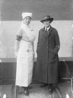 A female nurse and a female officer of St. Vintage Nurse, Vintage Medical, World War One, First World, History Of Nursing, Conscientious Objector, Victorian Photos, Brave Women, American War