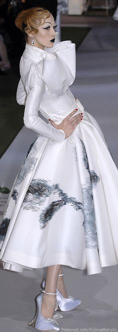 Christian Dior Haute Couture | Fall 2007  Neck ruff/supportese/collar full skirt/exagerated stomacher