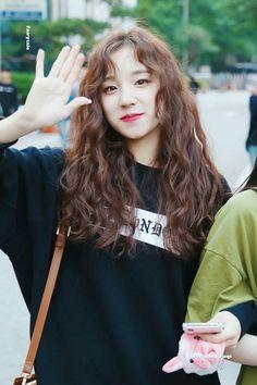 yuqi – Ecosia – kpop is lifeu - Perm Hair Styles Curly Asian Hair, Wavy Hair, New Hair, Curly Hair Styles, Korean Perm Short Hair, Digital Perm Short Hair, Permed Hairstyles, Girl Hairstyles, Asian Perm