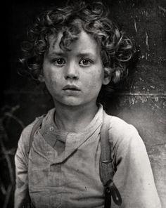 Lewis Hine, gamin de Paris, ca.1918.