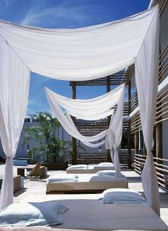 30 inspirations pour vivre dehors avec style - Outdoor Shade - Ideas of Outdoor Shade - We could do this with fishing wire & white cloth (maybe even white sheets)Deseo Hotel Mexico