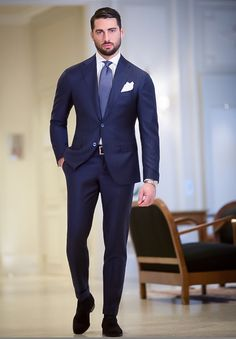 Tailored suits and jackets, the true Made in Italy by Sartoria Rossi – Tailor Made - Care for details Dark Blue Suit, Blue Suit Men, Navy Suits, Mens Fashion Wear, Look Fashion, Designer Suits For Men, Smart Outfit, Dapper Men, Suit And Tie
